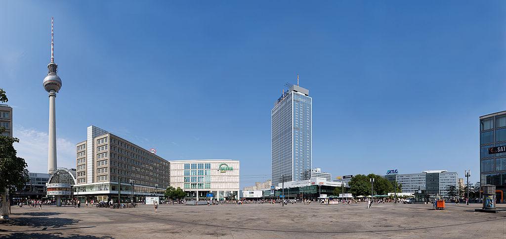 Alexanderplatz_in_Berlin_-_Panorama